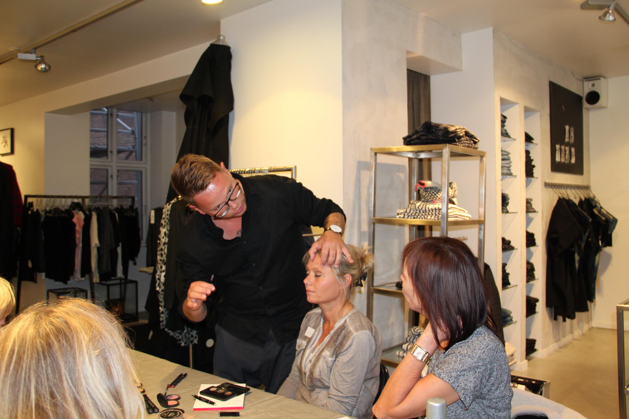 makeupartist giver tips og råd på workshoppen styling med kant